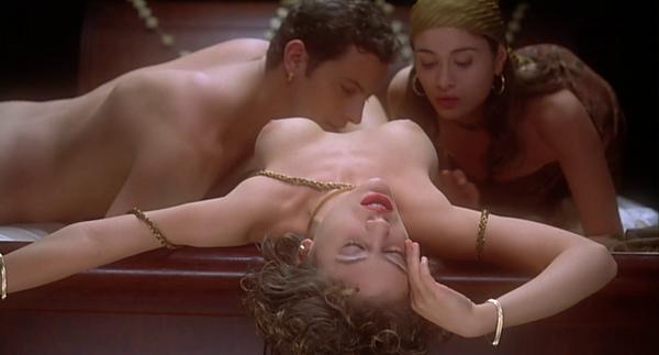 """Alyssa Milano nue """"L'étreinte du vampire"""" HD 1080p"""